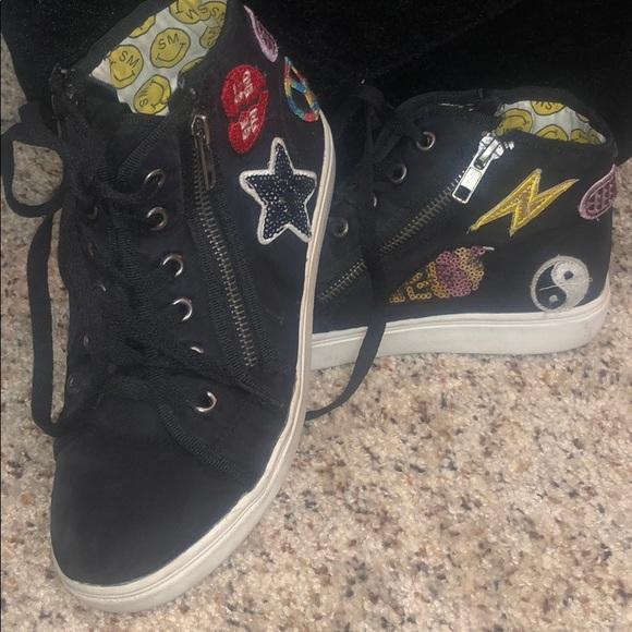 Steve Madden Other - STEVE MADDEN TPatchee Emoji Patch Mid Sneaker